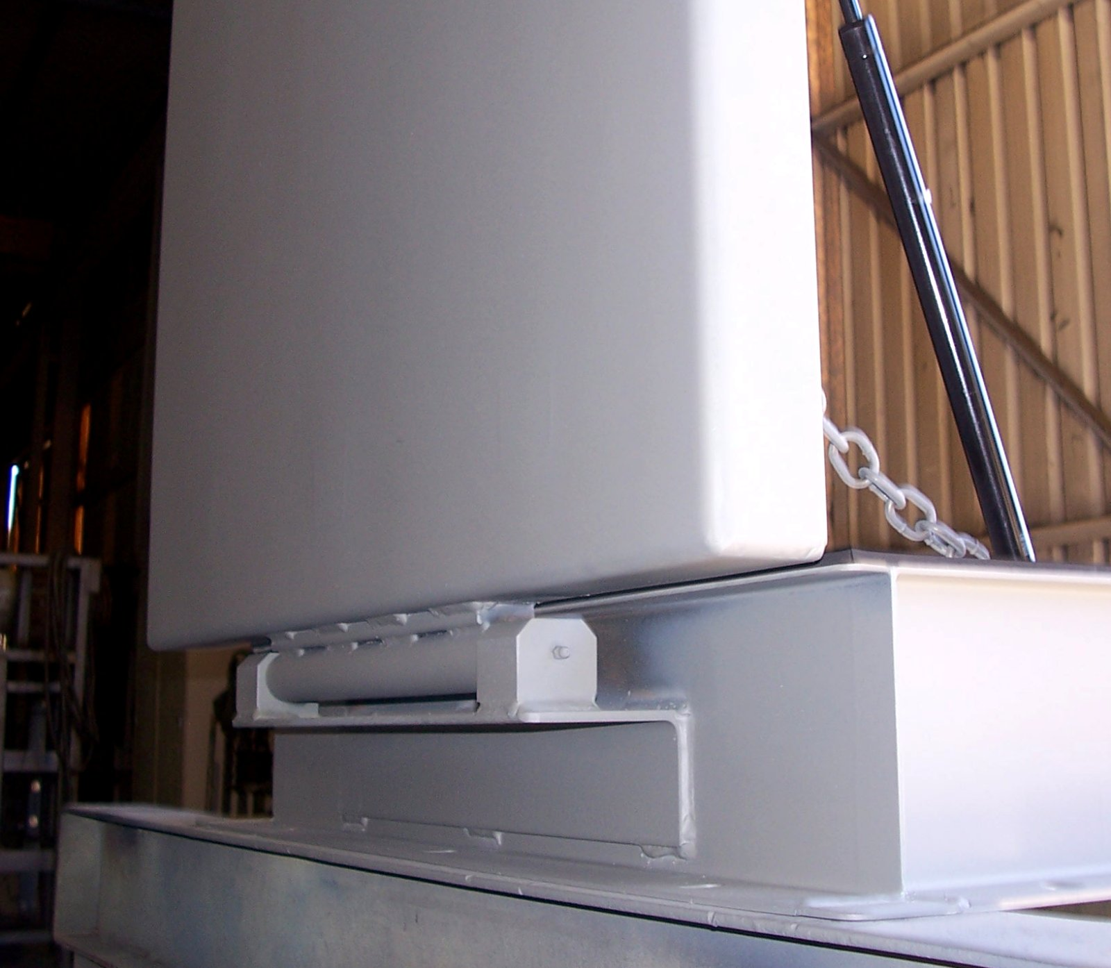Hinge assembly on a riser blast hatch