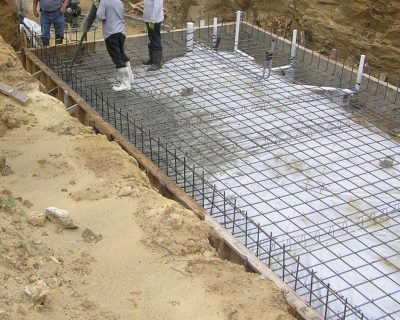 Pouring the floor slab with a concrete pump