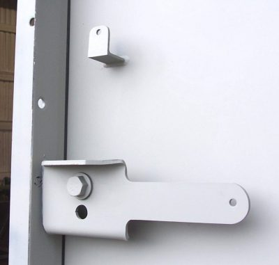 Latch on a blast door