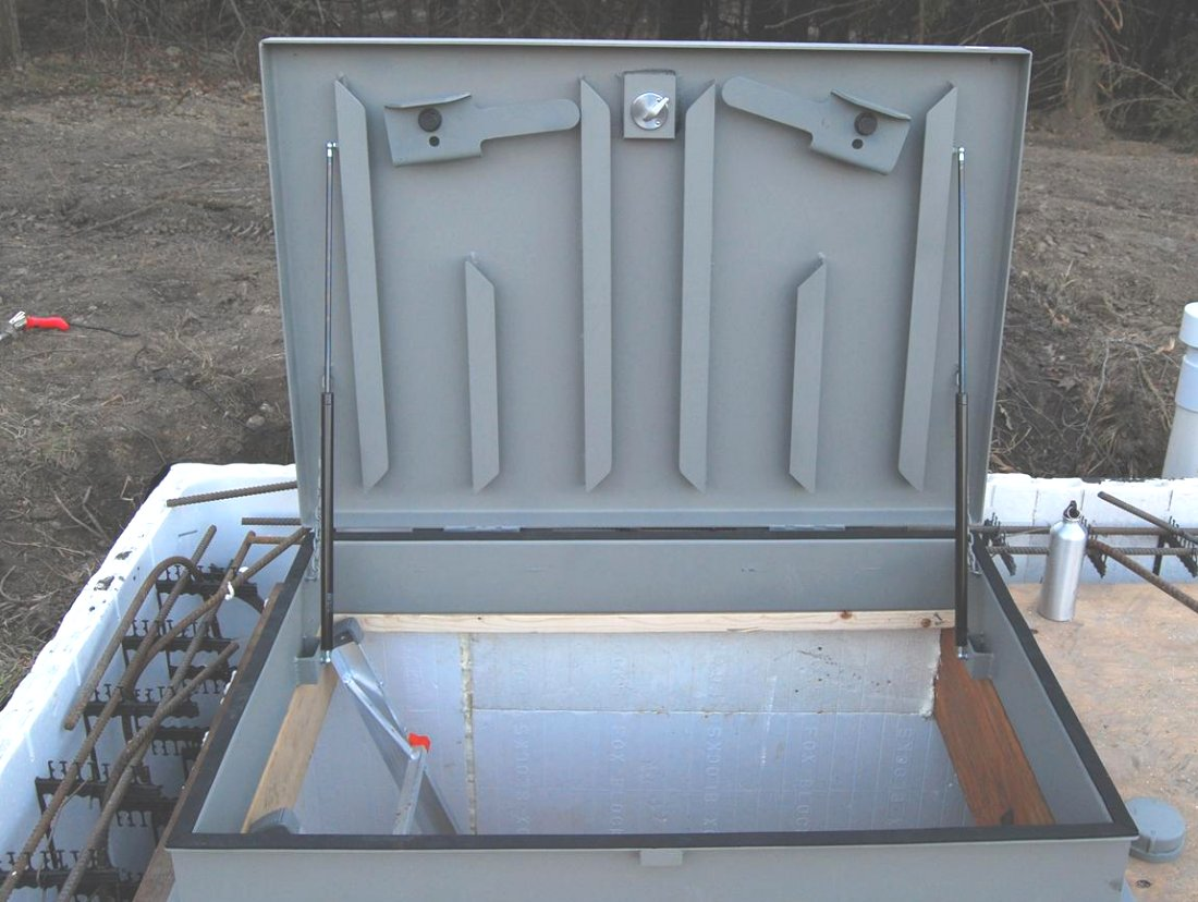Safe Hatch Doors : Flat blast hatch from american safe room